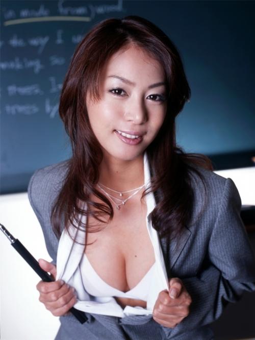 眼鏡女教師が童貞チンポを弄ぶドSな痴女調教のエロ画像5枚目