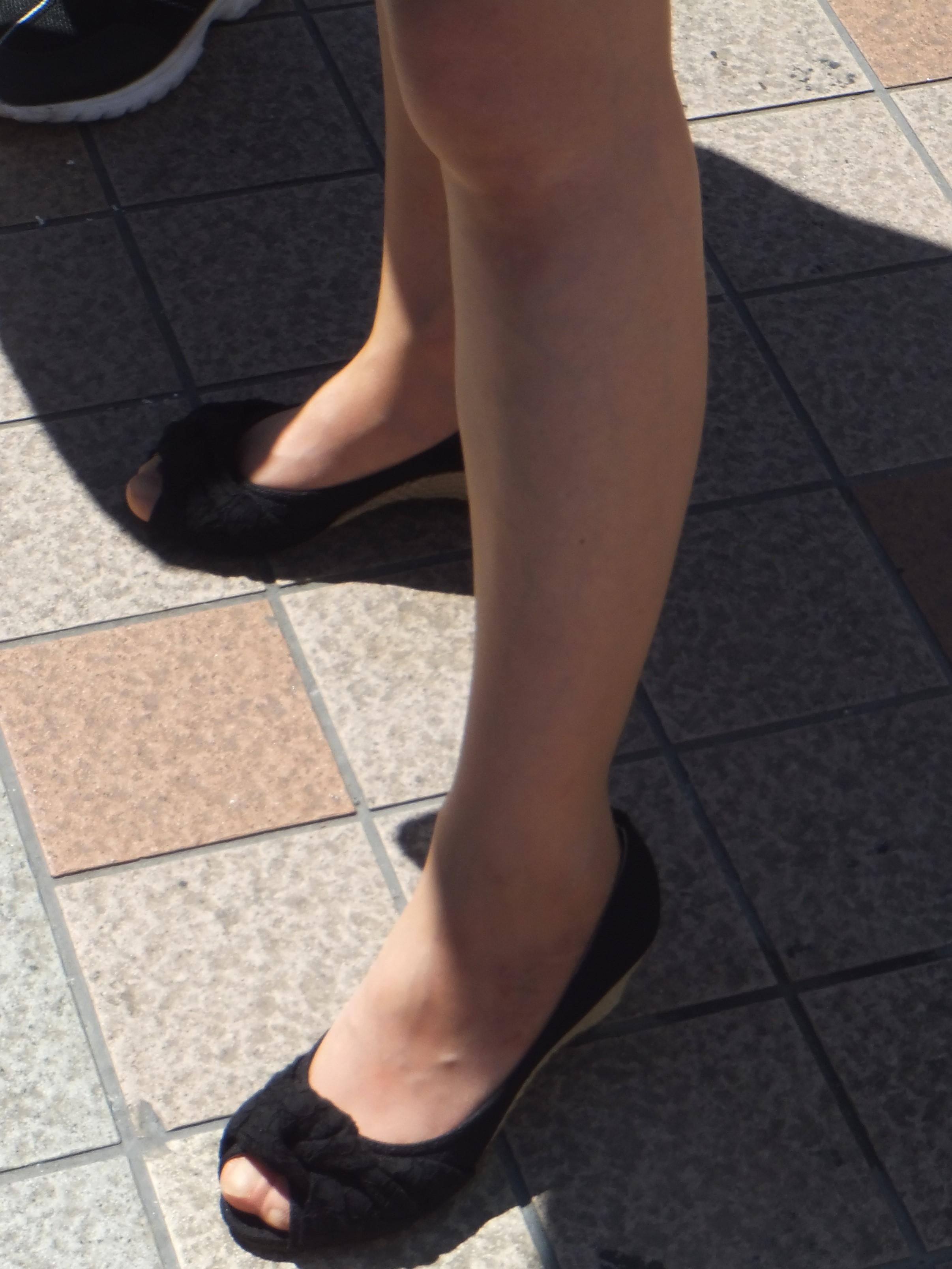 美脚OLの綺麗に揃ったパンストつま先の透け縫い目エロ画像8枚目