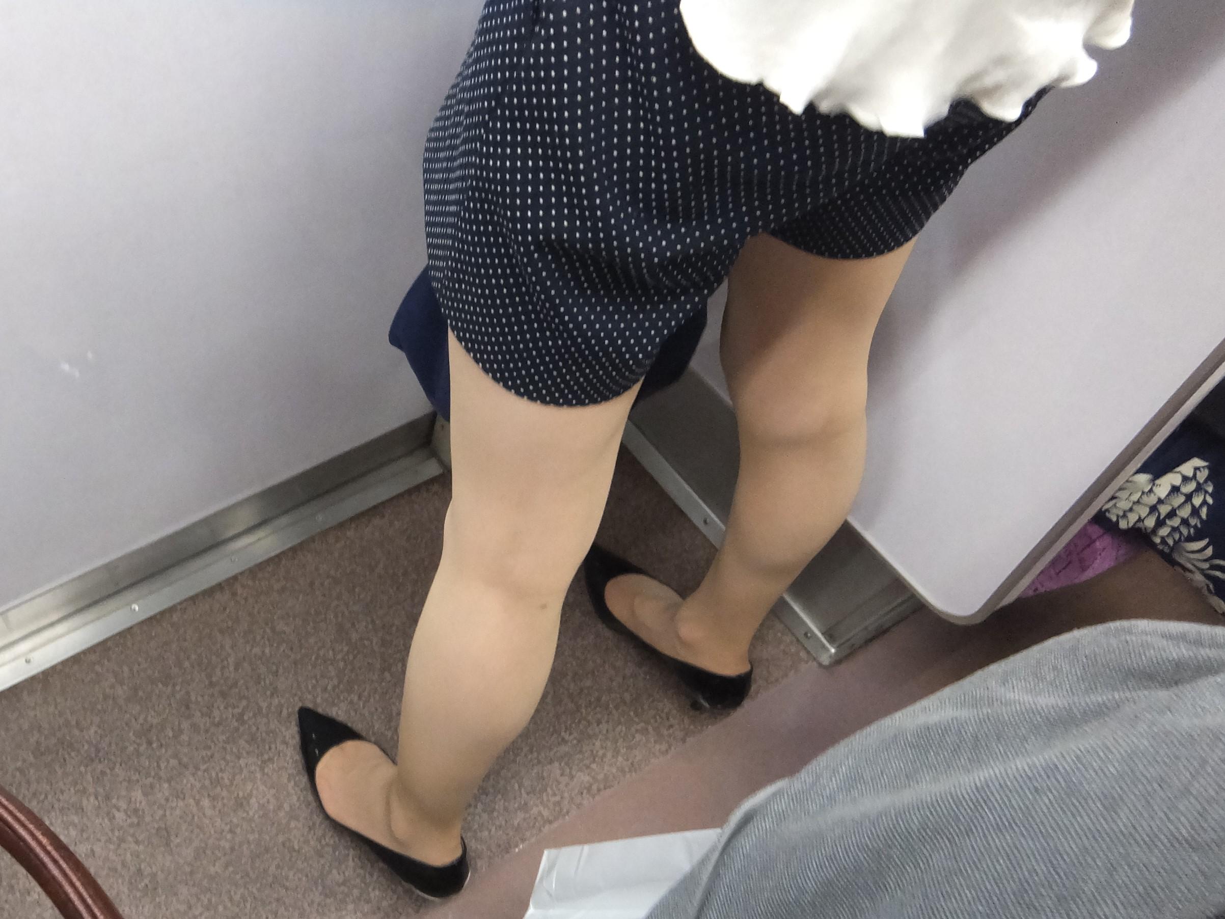 美脚OLの綺麗に揃ったパンストつま先の透け縫い目エロ画像13枚目