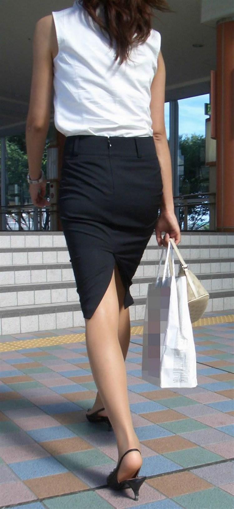 素人OLがミニタイトスカートで美脚挑発する誘惑的エロ画像8枚目