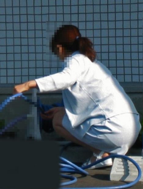 白衣ナースの透けたパンティライン美尻下着盗撮エロ画像11枚目