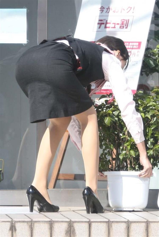 美脚OL達のタイトスカート姿を盗撮したエロ画像3枚目