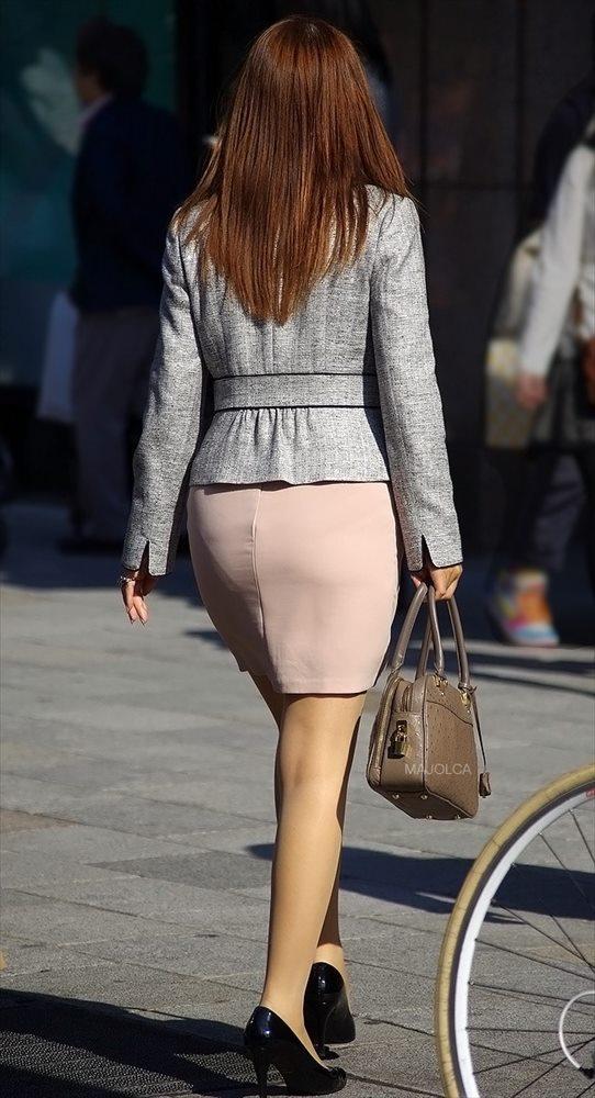 美脚OL達のタイトスカート姿を盗撮したエロ画像14枚目