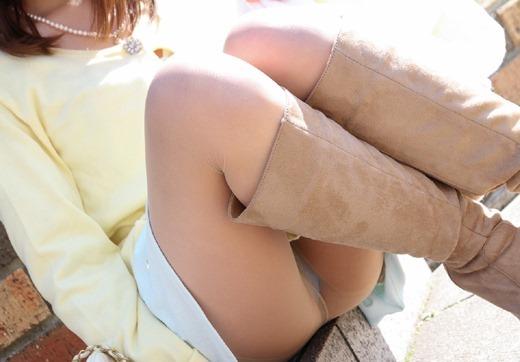 ミニスカパンチラとブーツの組み合わせのOL画像5枚目