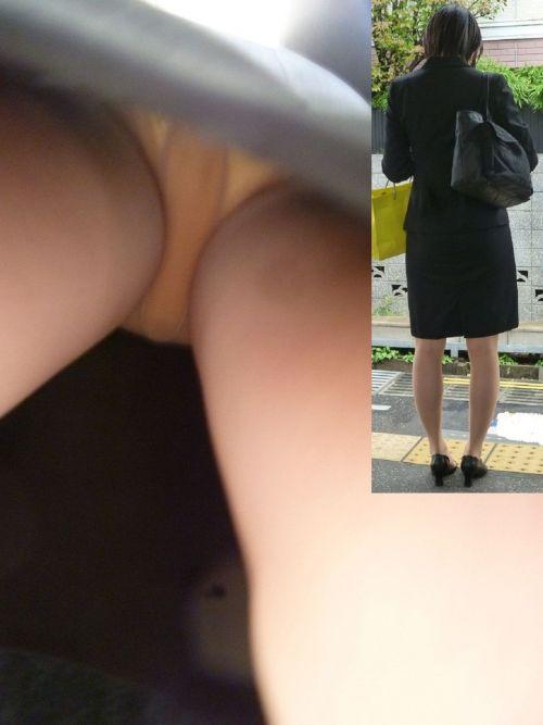 初々しい就活OLの逆さタイトスカート盗撮エロ画像1枚目
