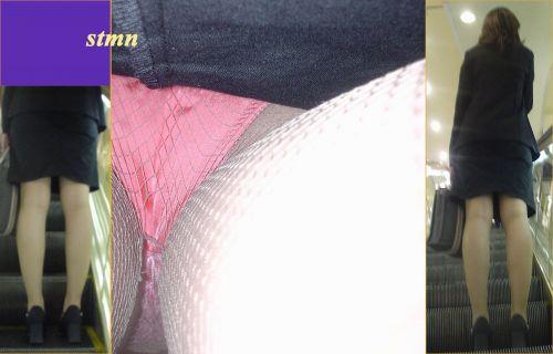 初々しい就活OLの逆さタイトスカート盗撮エロ画像16枚目