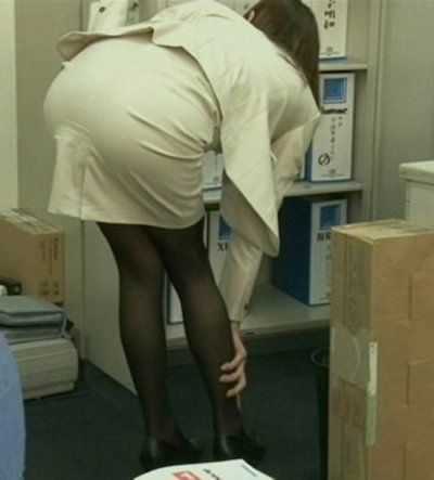 階段で見上げるOLのタイトスカート盗撮エロ画像6枚目