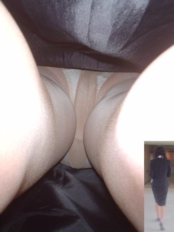 美脚OLのタイトスカート逆さ撮り盗撮エロ画像4枚目