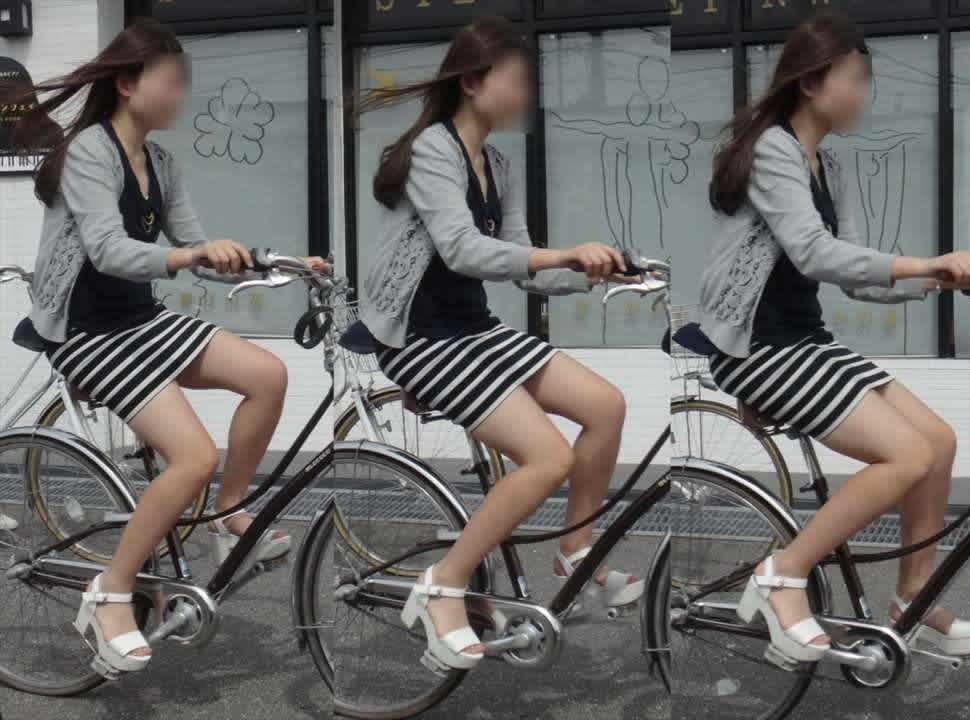 タイトスカートの自転車OLのスリット盗撮エロ画像7枚目