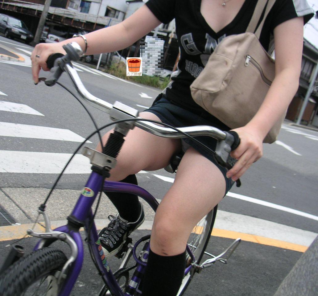 新卒OLの垢抜けない田舎の匂いがする自転車通勤盗撮エロ画像14枚目
