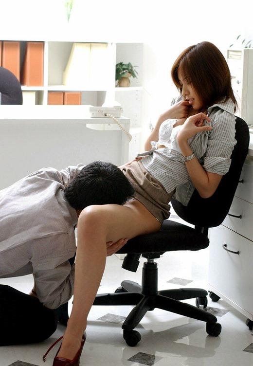 会社内で上司からバイブ調教されるOLセックス画像13枚目