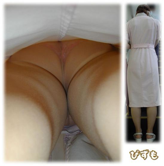 逆さ盗撮がバレてしまった透け白衣ナースのエロ画像8枚目