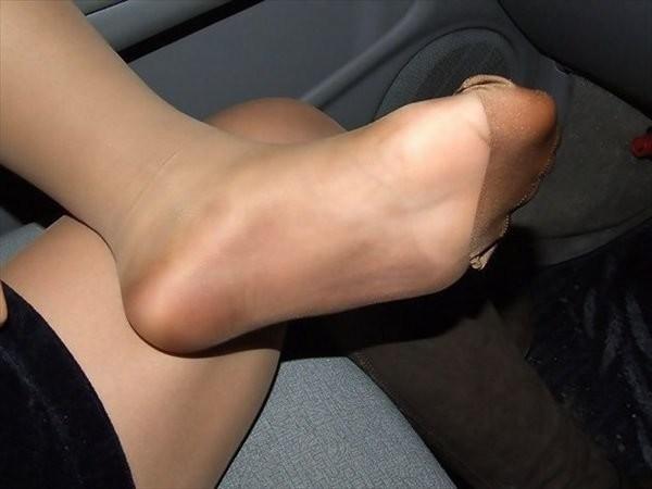 OLに車内でパンスト足裏やつま先を要求した画像1枚目