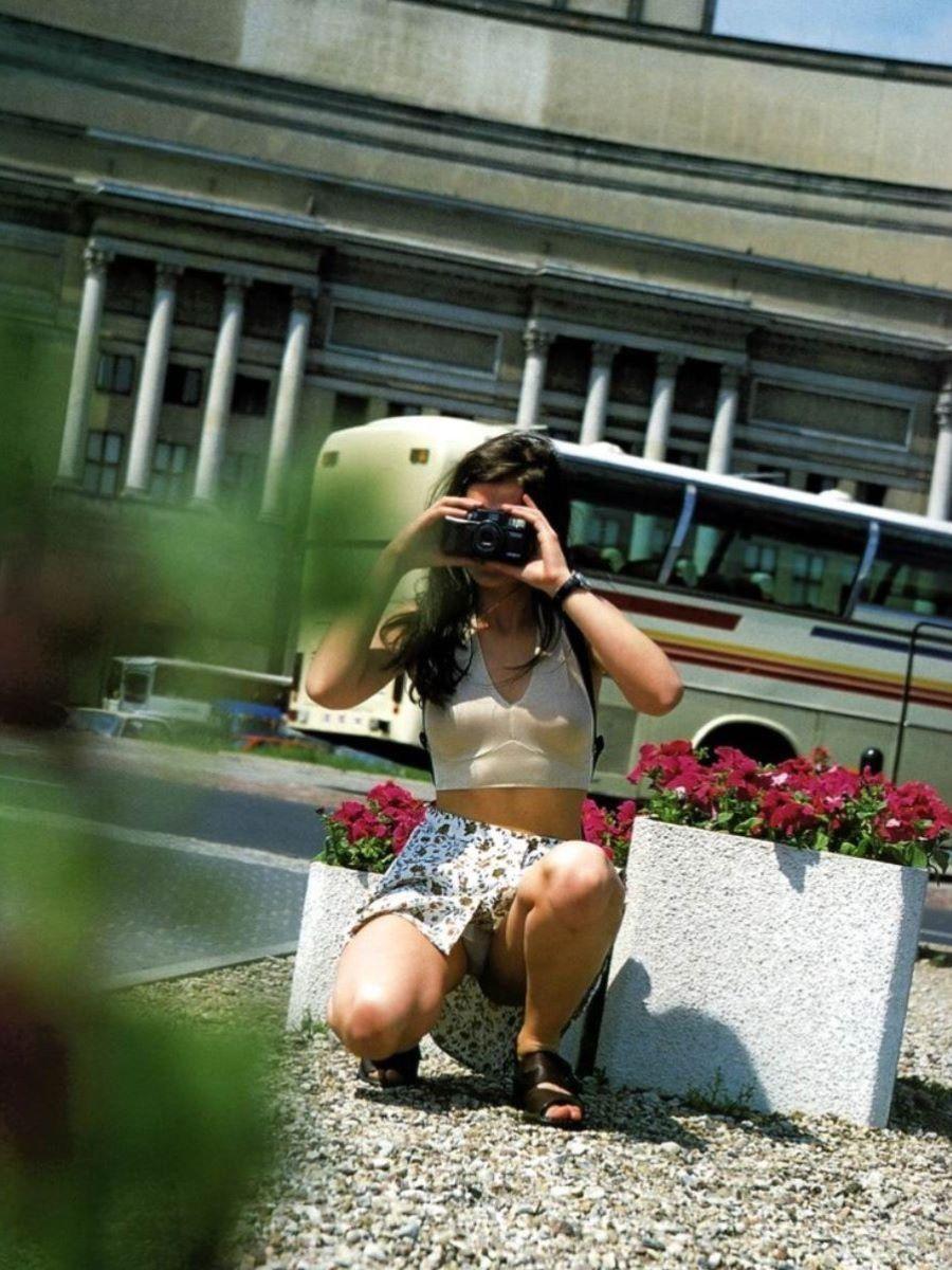 新人OLをセクハラ調教中のタイトスカート三角露出エロ画像12枚目