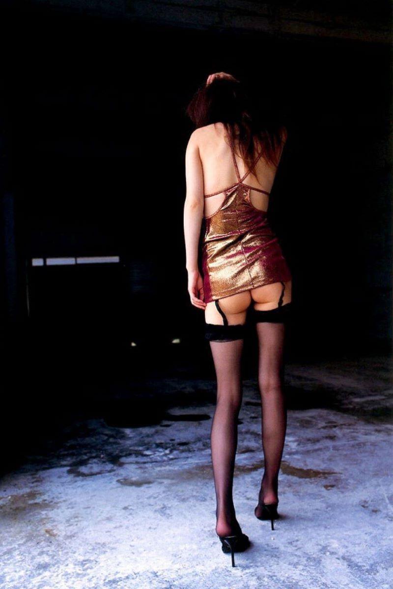 美脚OLの誘惑的なガーターベルトが似合う淫乱露出のエロ画像4枚目