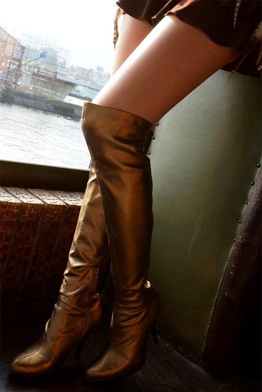 エナメルブーツの私服な素人OL援交街撮り画像4枚目