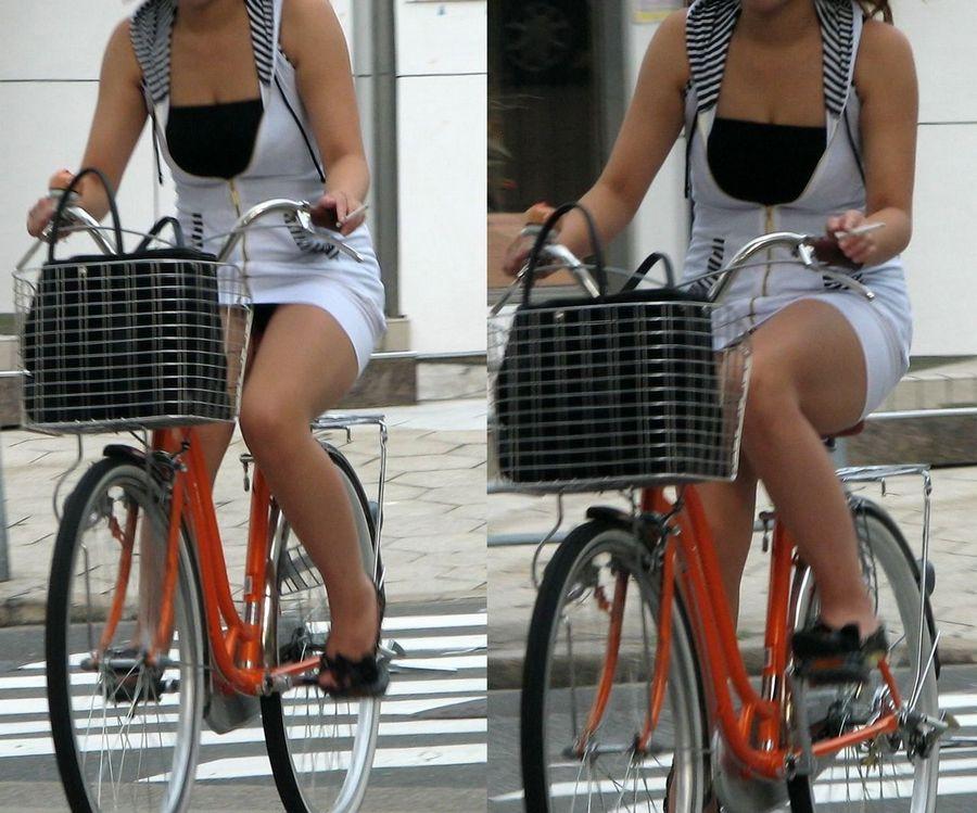 通勤OLの無防備な日傘自転車漕ぎ三角パンチラ盗撮エロ画像7枚目