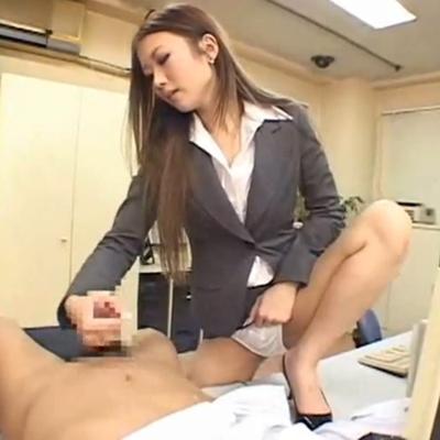 痴女OLが上司を強制手コキで搾精するドSな逆レイプエロ画像1枚目