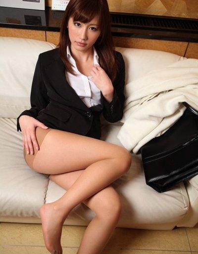 私服や制服OL達のタイトスカートを集めたマニア必見エロ画像7枚目