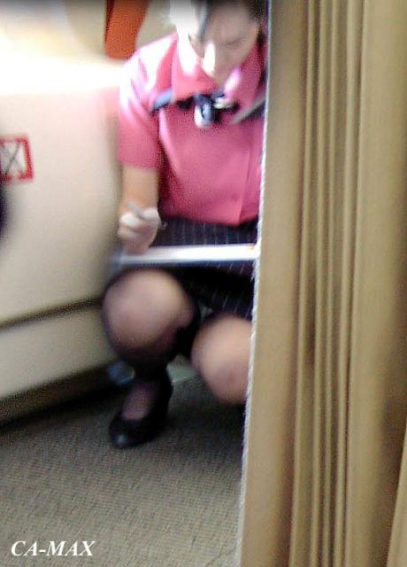 ビッチCAが欲求不満で制服乱交着衣セックスしているエロ画像4枚目