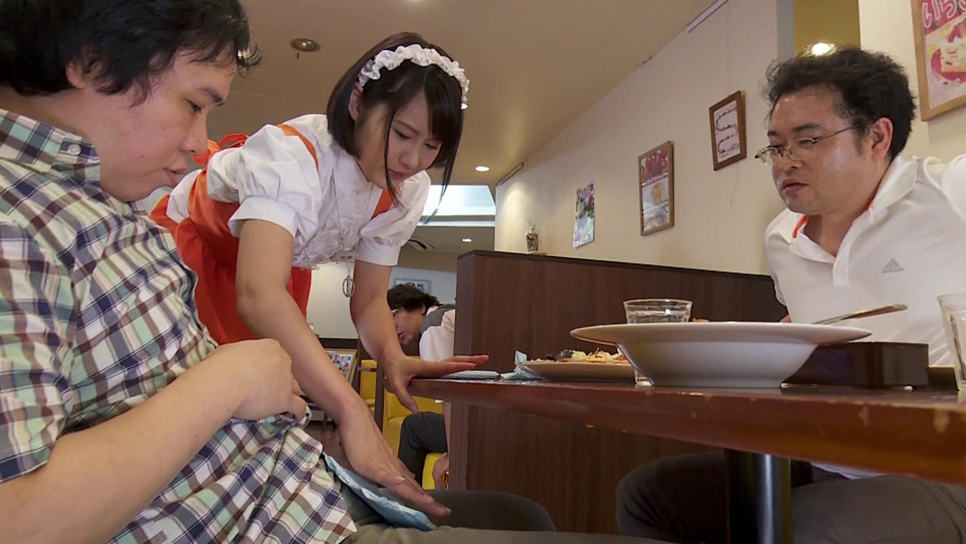 キモオタ客に体で弁償するファミレス店員制服画像7枚目
