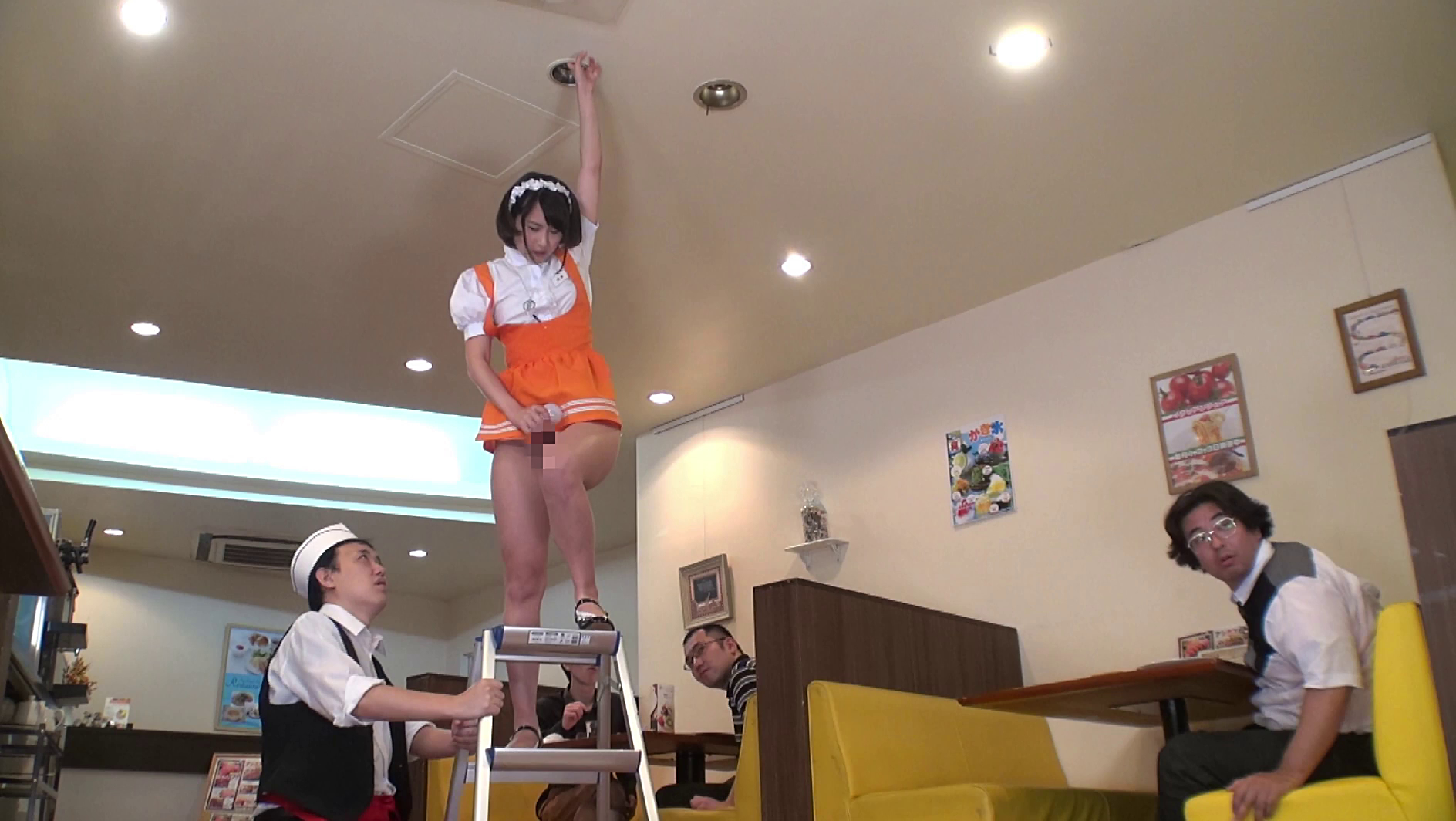 キモオタ客に体で弁償するファミレス店員制服画像8枚目