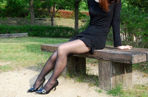 淫乱OLがタイトスカートの巨尻を放り出す露出のマニアエロ画像4枚目