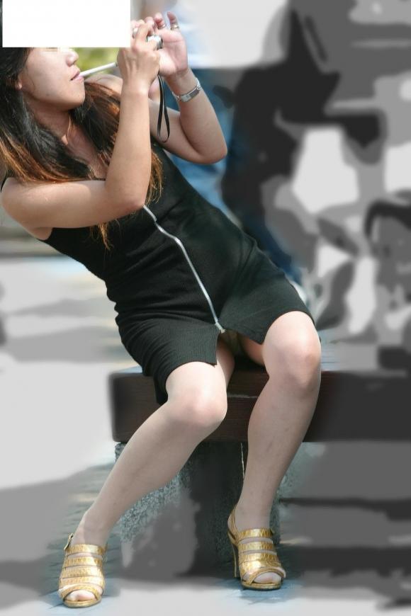 淫乱OLがタイトスカートの巨尻を放り出す露出のマニアエロ画像14枚目