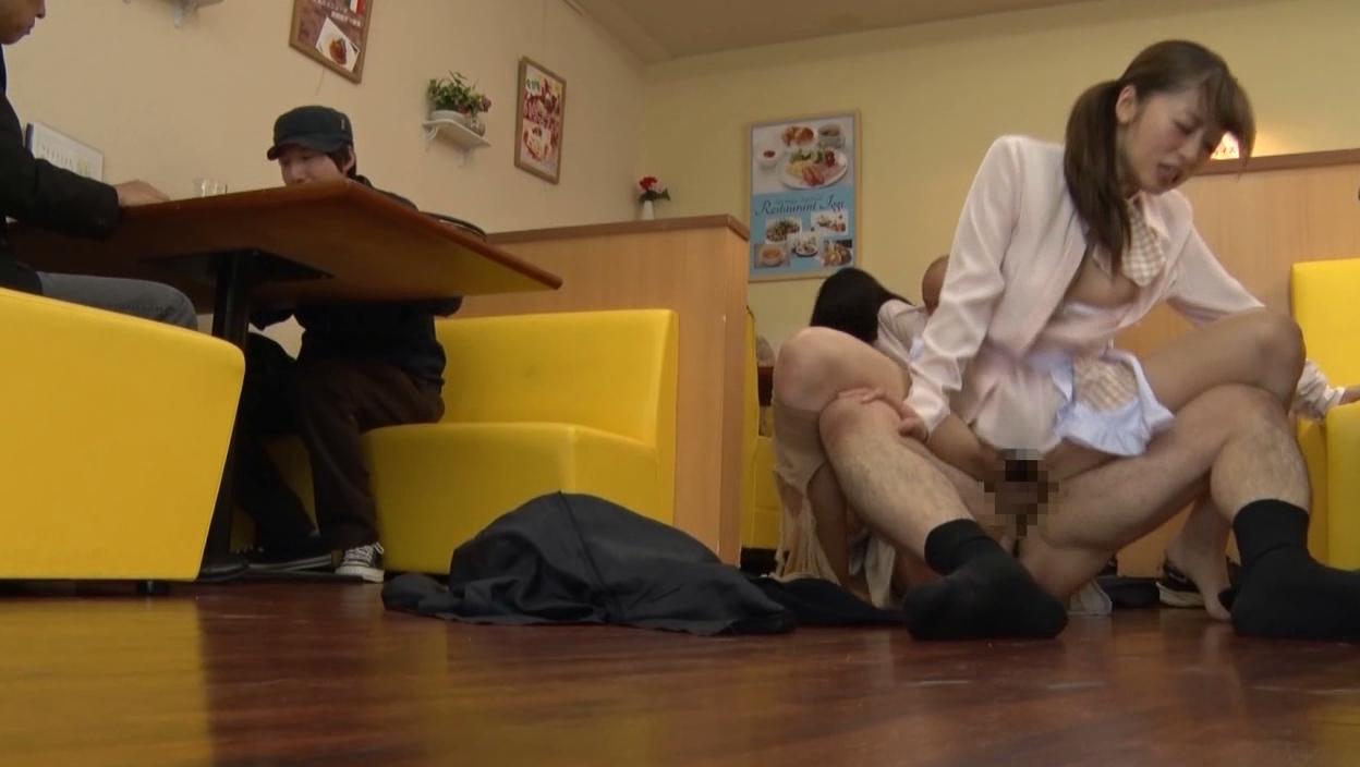 ファミレスで働く制服店員jkをレイプするエロ画像5枚目