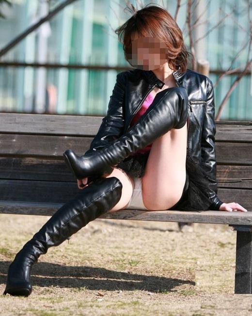 美脚OLのロングブーツと金属製のハイヒールの誘惑エロ画像12枚目