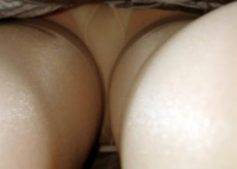 巨乳店員がハリハリ制服でファミレス勤務の素人盗撮エロ画像5枚目