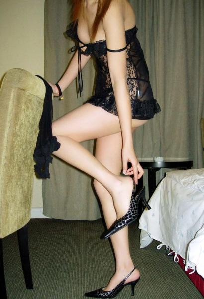 美脚OLのつま先や踵が魅惑的なハイヒールを履く誘惑エロ画像16枚目