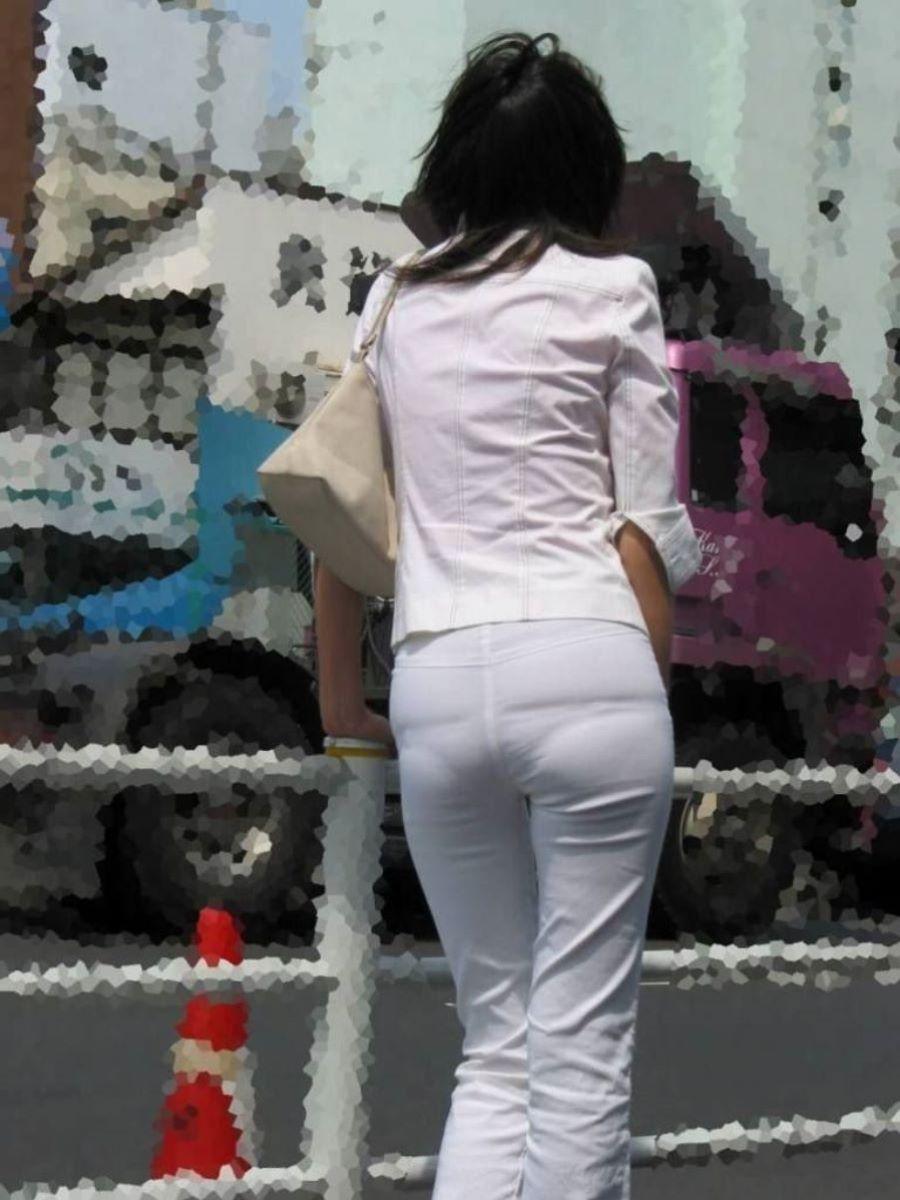 店員OLのデパートで働く美尻パンティラインの盗撮エロ画像15枚目