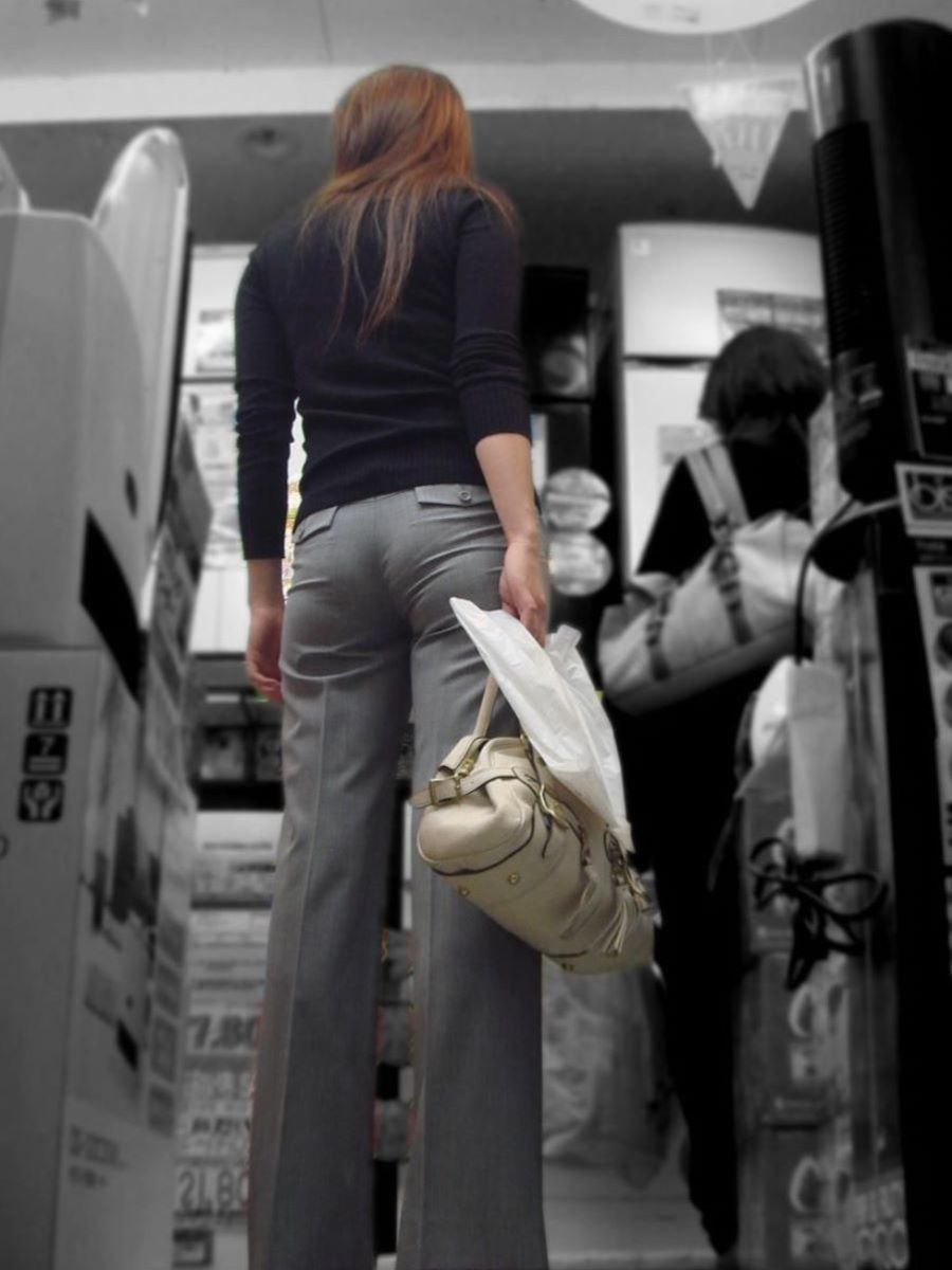 美尻OLの街で見かけたパンティラインのストーカー盗撮エロ画像14枚目