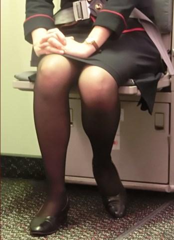 ビッチCAが機内のトイレで息抜きにオナニーをする盗撮エロ画像13枚目
