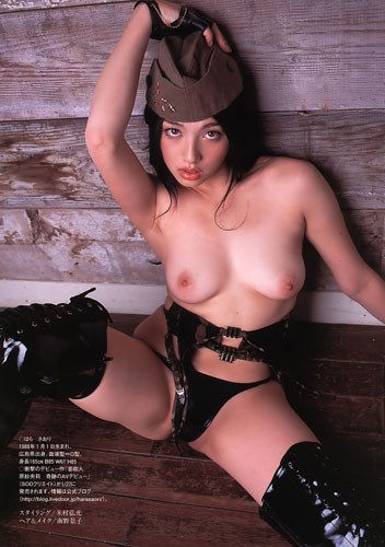 美脚OLの太ももまであるエナメルロングブーツの誘惑エロ画像3枚目