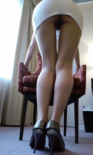 前かがみでパンパンになるOLタイトスカート画像16枚目