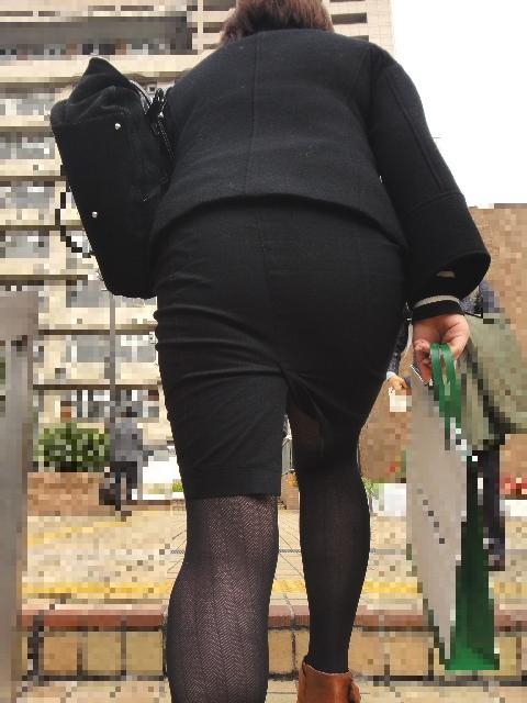 OLタイトスカートと同時に美脚や巨尻を楽しむ画像9枚目