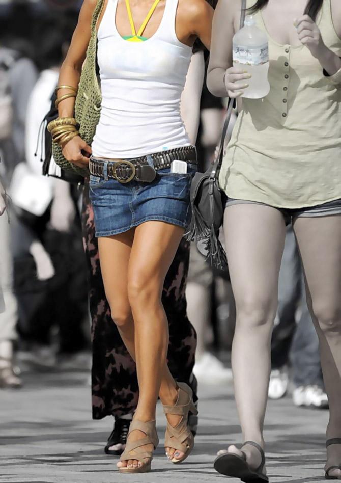 OLタイトスカートと同時に美脚や巨尻を楽しむ画像10枚目