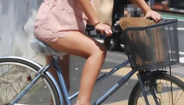 自転車OLのサドルに食い込む巨尻盗撮エロ画4枚目