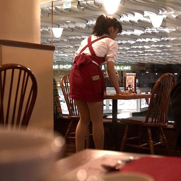 マクドナルドの店員さんタイトスカート盗撮エロ画像11枚目