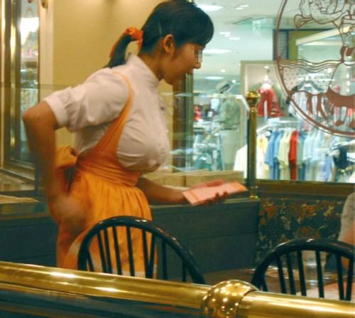 可愛い店員達のファミレスやファーストフードの制服エロ画像1枚目