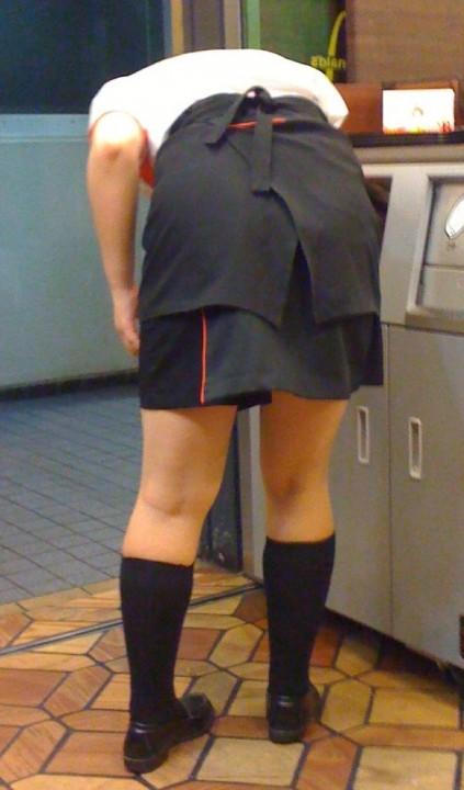 可愛い店員達のファミレスやファーストフードの制服エロ画像3枚目
