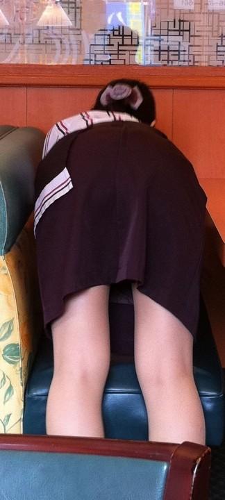 ファミレスやファーストフード制服店員のエロ画像4枚目