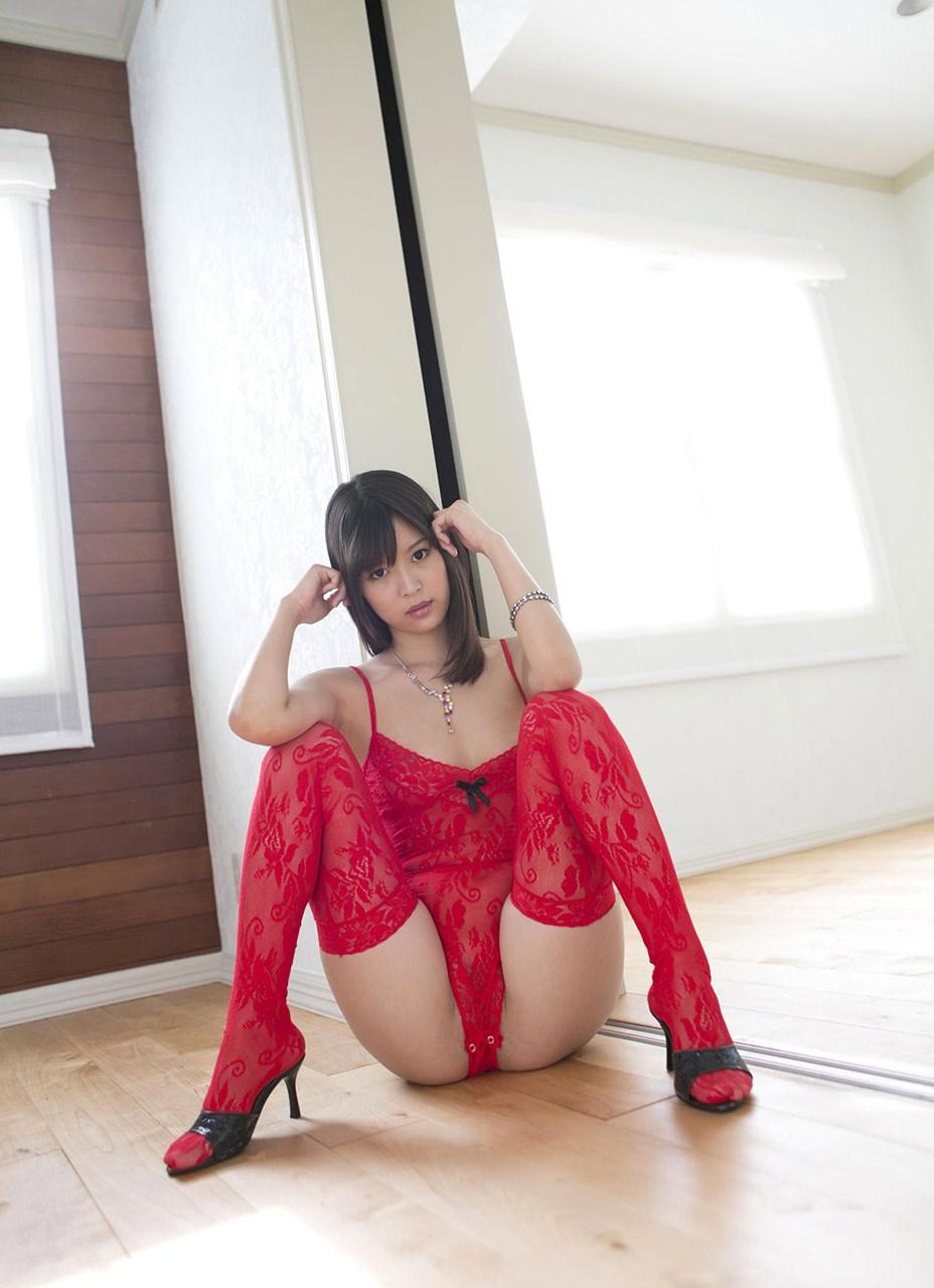 真っ赤な巨乳OLのセクシーランジェリーエロ画像16枚目