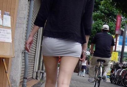 透けタイトスカートOLパンティ盗撮エロ画像7枚目