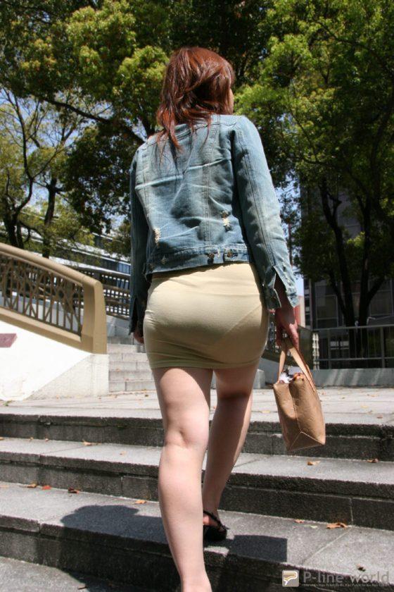 透けタイトスカートOLパンティ盗撮エロ画像12枚目