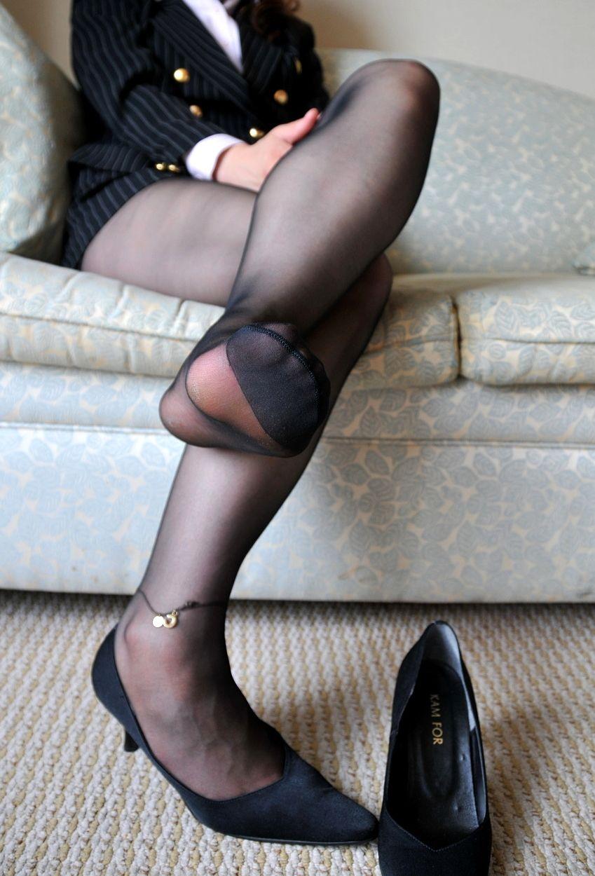 美人OLの足コキパンストされそうなつま先画像12枚目