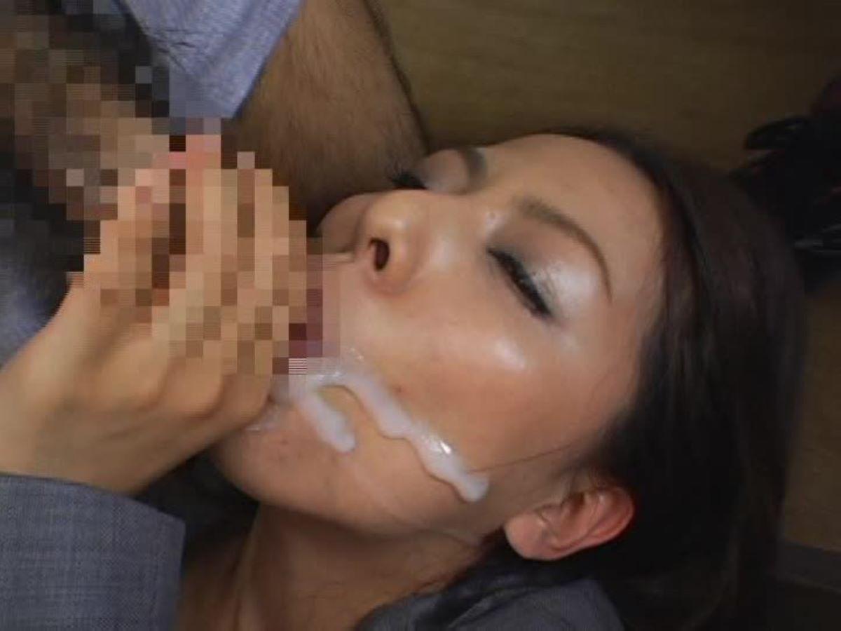 デパガOLの白手袋フェラ手コキで口内射精エロ画像16枚目