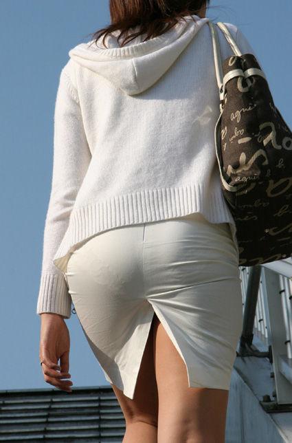 白いタイトスカート多めの巨尻OL盗撮エロ画像6枚目
